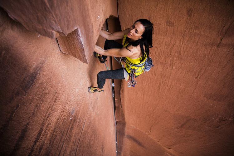 Steph-David-climbing-on-red-rock